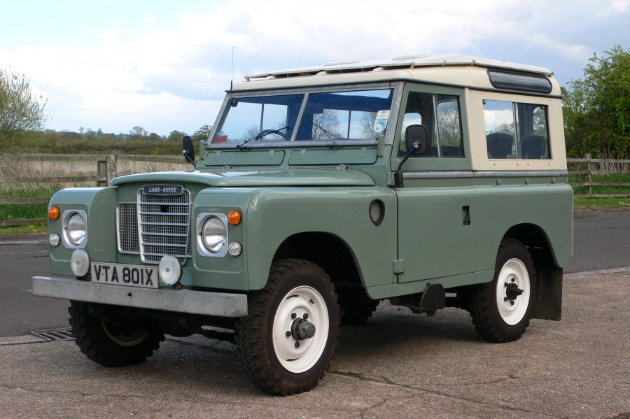 Vintage classic car auctions for Land rover tarbes garage moderne